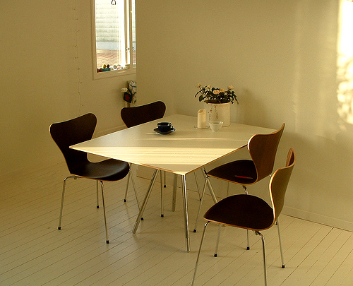 photo of arne jacobson butterfly chairs