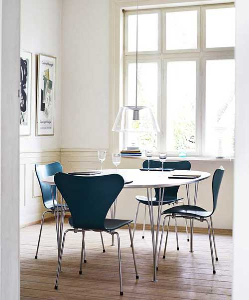 arne jacobsen s serie 7 chair the style files. Black Bedroom Furniture Sets. Home Design Ideas