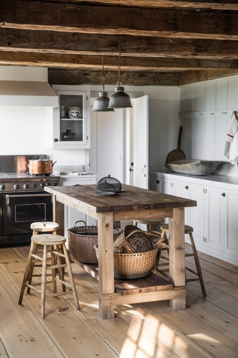 A BEAUTIFUL NEW ENGLAND INSPIRED HOME IN MAINE, USA